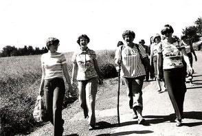 1978 begibt sich Katharina mit Gleichgesinnten auf Pilgertour.