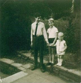 Mit seinen Brüdern Günter und Michael, ´69.